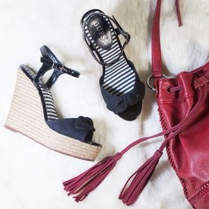 💖Host Pick💖 Guess Peep Toe Espadrille Wedges